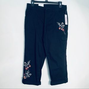 NWT Style & Co | Floral Embroidered Cargo Capris 4